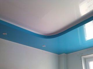 потолок синего цвета